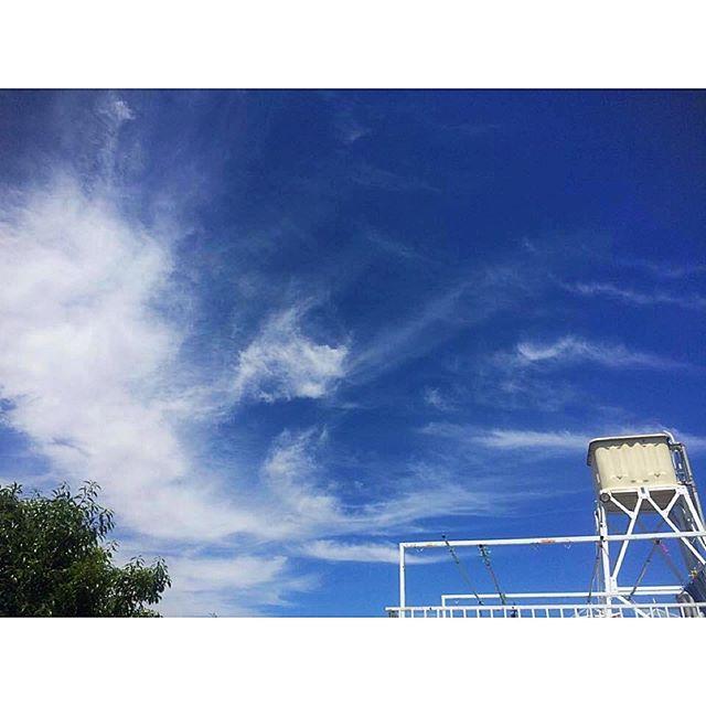 ・Take care of the planet! 🌎みんなの住む地球。大切な場所。安心と安全はみんなのものだ。 #EarthDay #staysafe #prayforearth #prayforworld #prayforjapan #nowar #サツキの日記 #sky #bluesky #cloud #いつかの空 #watertank #bagdadcafe